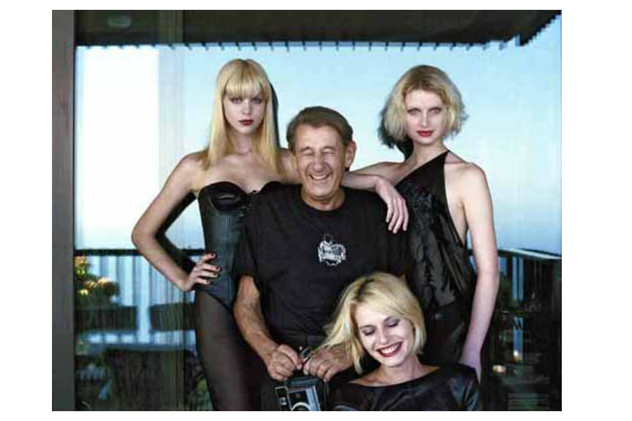 Helmut Newton with models, Monte Carlo, 1997, copyright Alice Springs