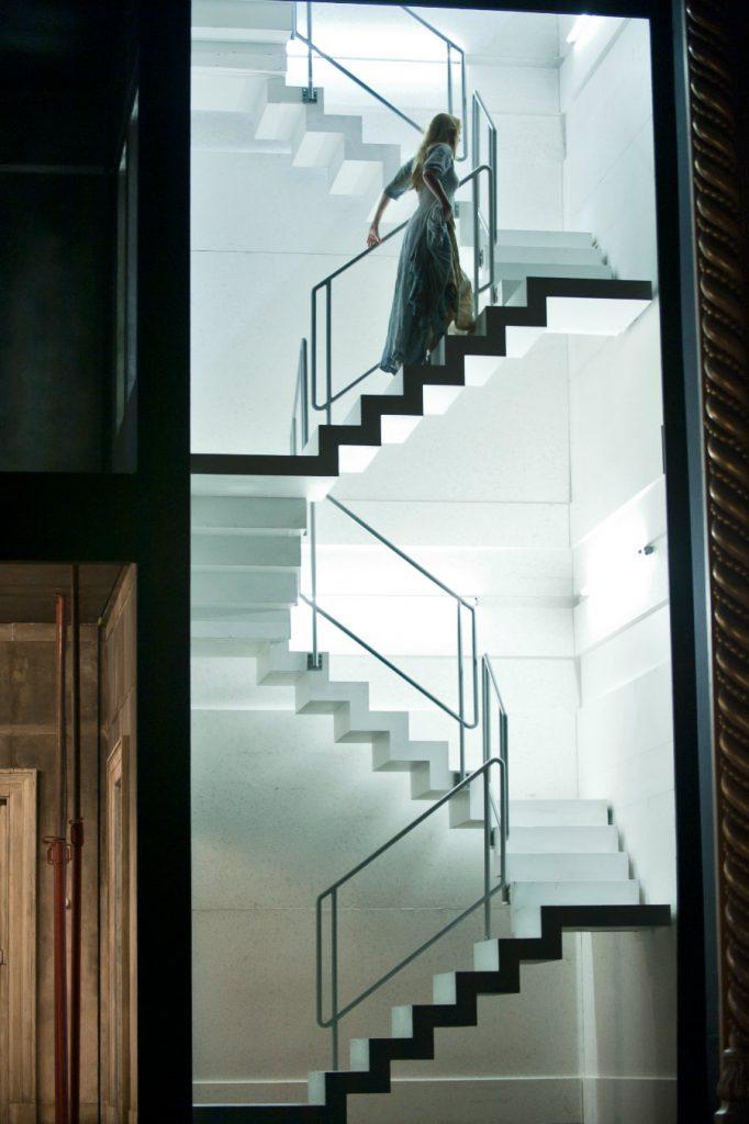 """Barbara Hannigan in """"Written on Skin"""". Director Katie Mitchell, designer Vicki Mortimer / © 2012 ROH Stephen Cummiskey"""