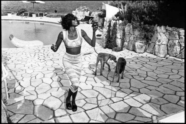 Jean Pigozzi Naomi Campbell with Mick and Bono (the dogs) Antibes, 1993, © Jean Pigozzi