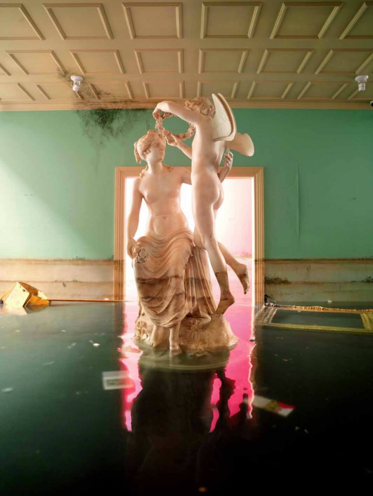 David LaChapelle Statue, 2008 C-Print, 243,2 x 181,6 cm Copyright: David LaChapelle