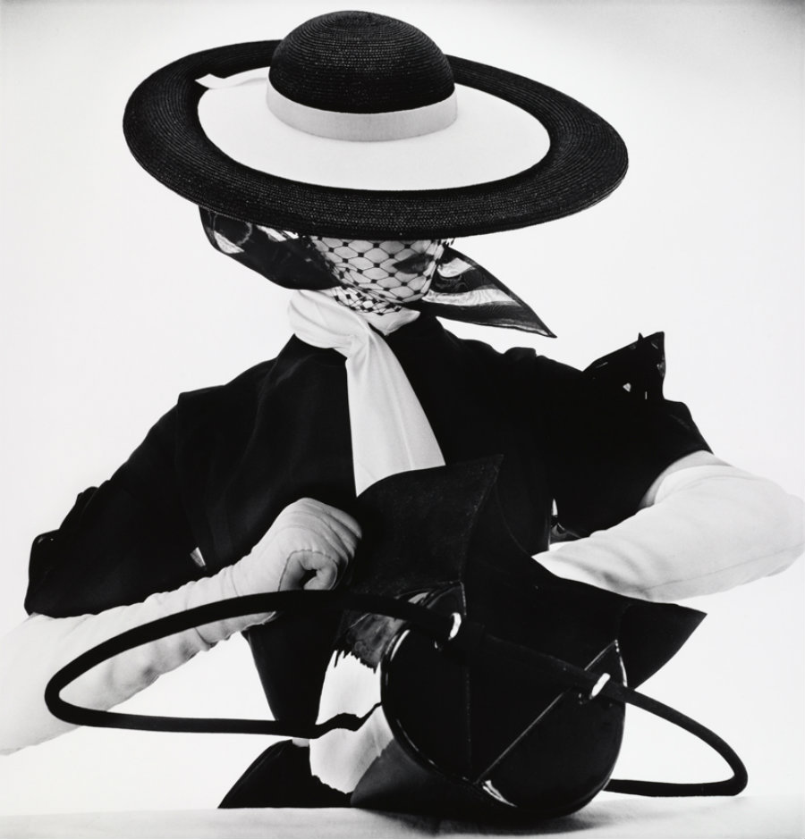 Black & White Fashion With Handbag (Jean Patchett)