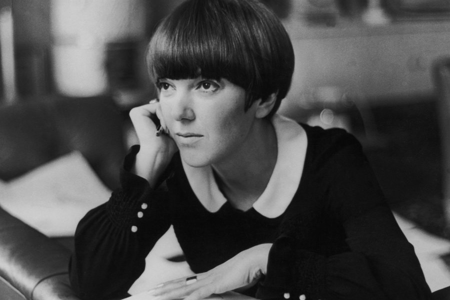 Mary Quant at her apartment in Draycott Place, Chelsea, London, c.1965 © Keystone-France, Gamma-Keystone, Getty Images